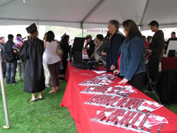 Volunteers Distribute License Plate Frames to Graduates