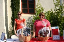 Photo of Courtney Pugh '06 and Valerie Patscheck '05 with gift baskets