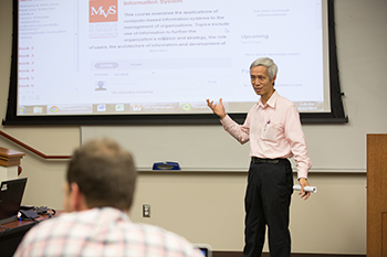 Professor Minder Chen leads faculty training workshops.