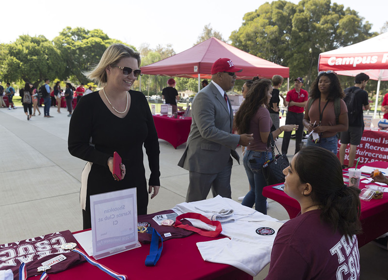 President Beck visits the Involvement Fair