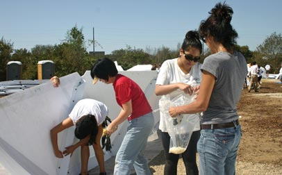 CI students and staff participate in service project