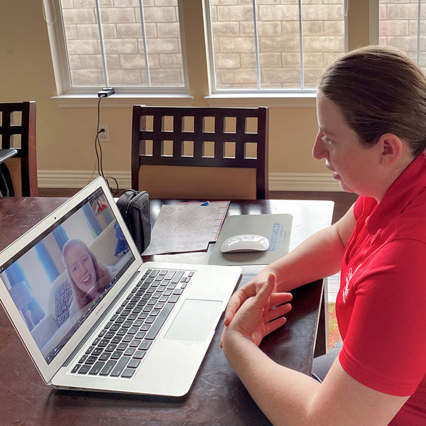 PEER advisors virtually assist students