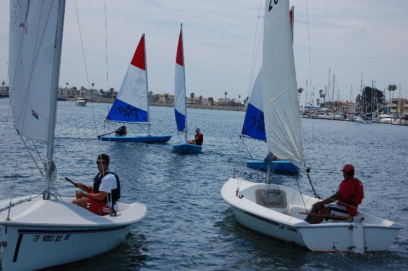 Students sailing in Pico and Capri 16.5 sailboats